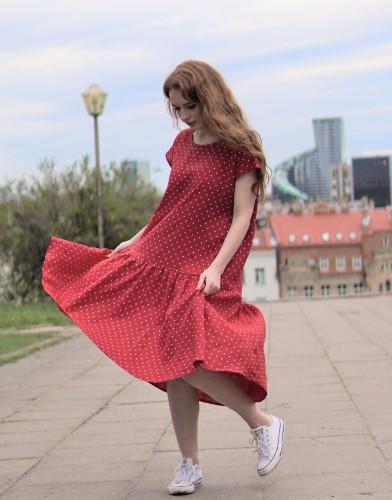 Raudona taškuota suknelė su volanu